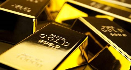 الذهب يهبط لأدنى مستوى في شهر