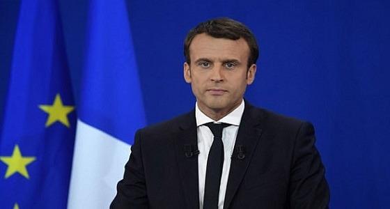 طعنًا بالسكين.. اعترافات المتورطين في محاولة اغتيال الرئيس الفرنسي