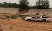 بالفيديو.. السيول تتسبب في جرف المركبات بطرق الدلم