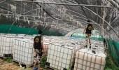 بالفيديو والصور.. ضبط معمل لترويج الخمور داخل مزرعة بالقطيف