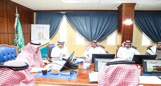سياحة الباحة تستعرض الاستثمار في المخيمات البيئية