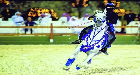 بالصور.. الفارسات السعوديات يستعرضن مهاراتهن بمهرجان الخيل العربية