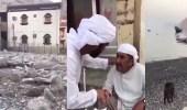 """بالفيديو.. أهالي """" كمزار """" العمانية لا يتحدثون العربية ويدفنون موتاهم داخل المنازل"""