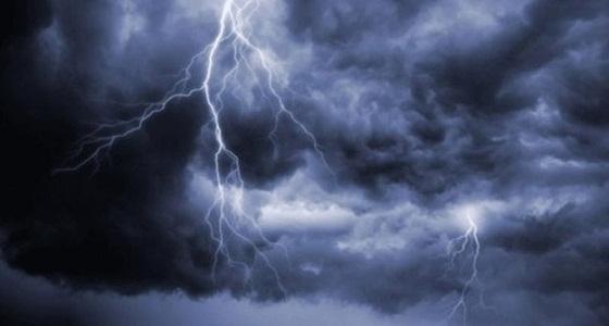 الأرصاد تحذر من استمرار هطول أمطار رعدية على منطقتين
