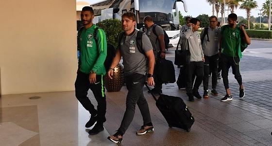 بالصور.. المنتخب الوطني يصل أبوظبي لاستكمال التحضيرات لأمم آسيا