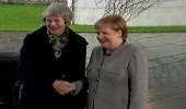 """بالفيديو.. 15 ثانية إحراج في ألمانيا بين """" ماي """" و """" ميركل """""""