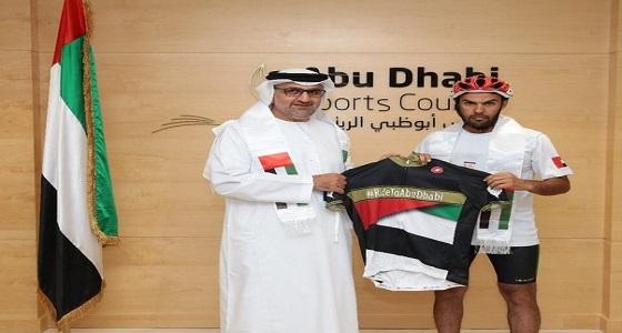 رحالة سعودي يقطع 1000 كيلو بالدراجة الهوائية لدعم الأخضر في الإمارات