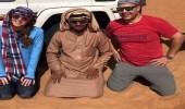 بالصور.. انقلاب سيارة فتاة أمريكية في صحراء الربع الخالي ومواطن ينقذها