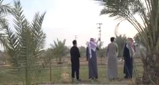 بالفيديو.. مواطن يفتح أبواب مزرعته الخاصة طوال العام مجانًا