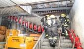 بالصور.. نشوب حريق بمحل تجاري في حي الروضة