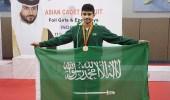 بالصور.. لأول مرة على المستوى القاري الطويل يحقق ذهبية آسيا في المبارزة