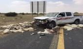 سائق متهور يدهس 50 رأسا من ضأن.. وبلدية القنفذة تدفن الأشلاء المتناثرة