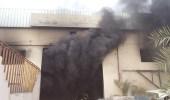 بالصور.. إصابة شخص إثر اندلاع حريق في ورشة سيارات بحي تركية الصناعية