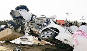 بالصور.. وفاة شخص بحادث مروع إثر اصطدام مركبته بعمود إنارة في القنفذة