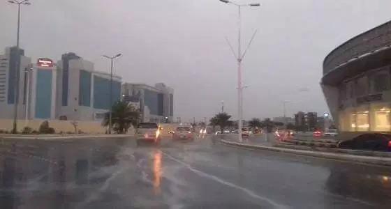 تحذير من رياح وأمطار رعدية وغبار على 5 مناطق طوال اليوم