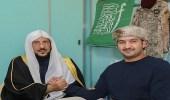 بالصور.. وزير الشؤون الإسلامية يزور مصابي الحد الجنوبي ويطمئن على صحتهم