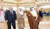 بالصور.. رئيس الوزراء وزير الدفاع الأردني يصل الرياض