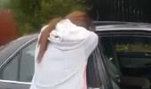 """فيديو مؤثر.. والدة أحد شهداء حادثة نيوزيلندا تفتح سيارته وتبكي: """" استمع إلى القرآن """""""