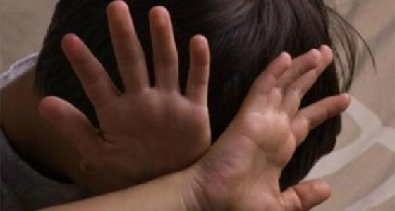 رجل يعاقب زوجته بقتل طفلها من زوجها الأول