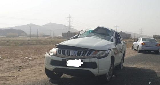 بالصور.. إصابة قائد مركبة بعد انقلابها على طريق إبراهيم الخليل بمكة
