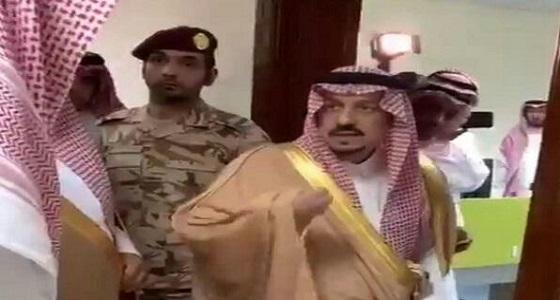 بالفيديو.. رد فعل أمير الرياض بعدما تفاجأبعدم وجود موظفين في مبنى الخرج الجديد