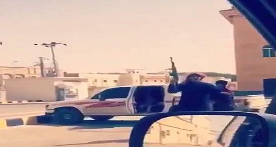 توجيه من النائب العام بالقبض على أشخاص ظهروا في مقطع يحملون أسلحة نارية