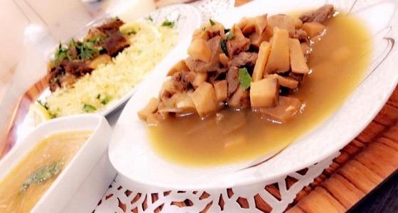 """مستشفى الملك عبدالعزيز بسكاكا يقدم وجبة """" الفقع """" للمرضى"""