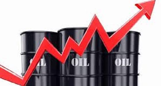 النفط يصعد لأعلى مستوى في 4 أشهر