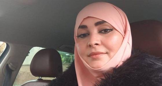 بالفيديو .. برلمانية جزائرية تبكي وتستغيث لأخذ حقها بعد محاولة تعريتها بالشارع