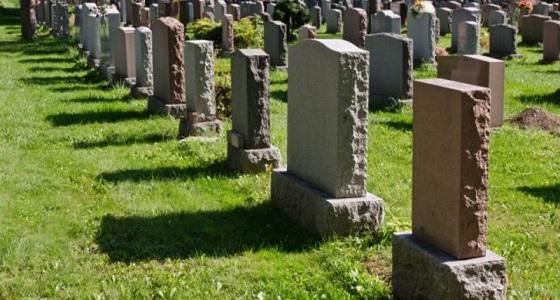وفاة بريطانية من عائلة سعودية يعيد فتح ملف ميراثها الشرعي بعد تعميد قبرها بالصليب