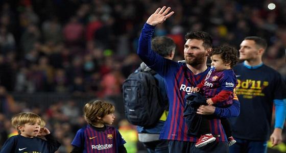 بالفيديو..ميسي يحتفل بتتويج برشلونة بطلا للدوري وسط أطفاله