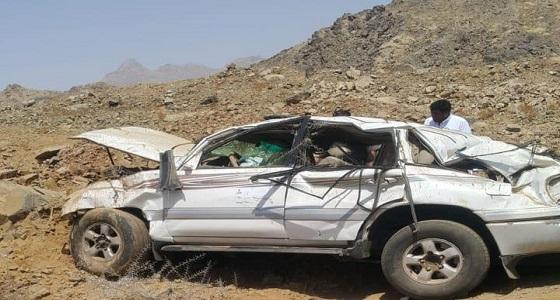 بالصور.. 6 إصابات إثر حادث انقلاب على طريق الصعاليك بقلوة