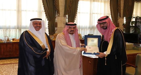 مسؤولو جائزة الأميرة صيتة بنت عبدالعزيز للتميز في العمل الاجتماعي في ضيافة أمير منطقة الرياض