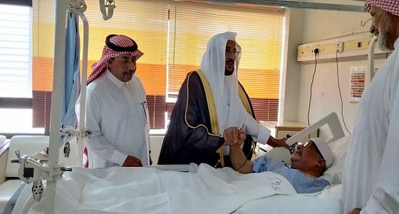 بالصور..آل الشيخ في زيارة لعبد الرحمن بن موسى الفواز بالمستشفى