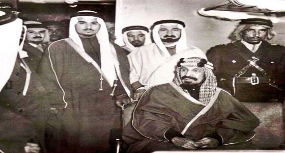 صورة تاريخية تجمع الملك عبدالعزيز بابنه الأمير سلطان في القطار