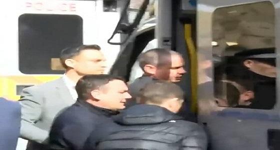 بالفيديو.. لحظة القبض علىمؤسس ويكيليكس