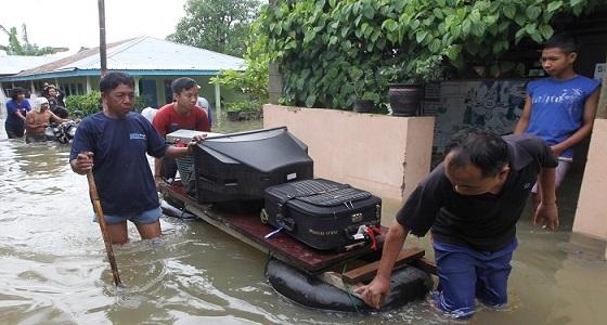 مصرع 40 شخصًا وإجلاء الآلاف في فيضانات إندونيسيا