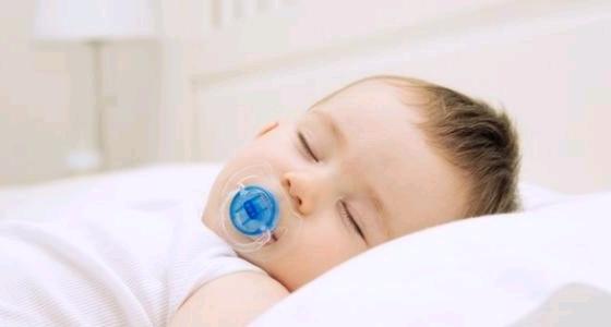 """"""" المصاصة """" خطر يهدد الأطفال ويؤدي إلى التهاب الأذن الوسطى"""