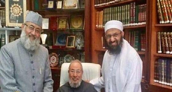 """صورة مخزية توثق لقاء """" القرضاوي """" مع زعيم الجماعة المتهمة بتفجيرات سريلانكا"""