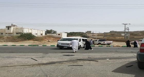حادث مروري لحافلة طالبات بالتقاطع الملاصق لجامعة الملك خالد بالمجاردة