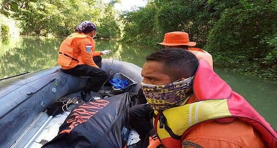 بالصور.. العثور على جثة رجل مفقود بين فك تمساح