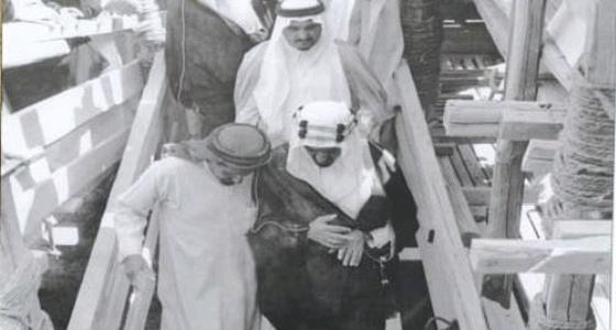 الملك فيصل يتفقد أعمال تطوير المسجد الحرام قبل 55 عاما