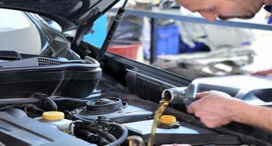طريقة سهلة لفحص زيت محرك السيارة بانتظام