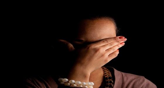 شاب يكتشف خيانة زوجته ويجد لها عقد عرفي