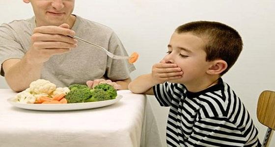 طفلك لا يأكل.. 8طرق لجعل الأطفال يهتمون بتناول طعامهم