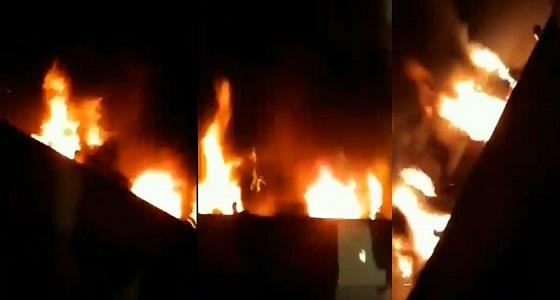 بالفيديو.. مجهول يحرق سيارة امرأة بالمدينة المنورة