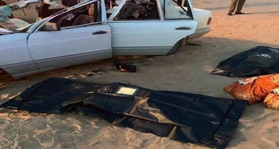 وفاة 4 أشخاص من عائلة واحدة إثر اصطدام سيارتهم في بيشة