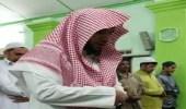 بالفيديو.. إمام سعودي يقيم صلاة التراويح لأول مرة في مسجد بماليزيا