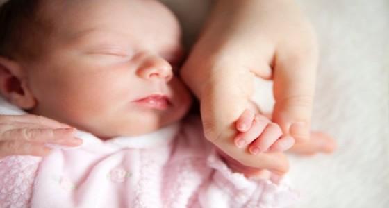 معاني ودلالات إشارات وحركات يد حديثي الولادة