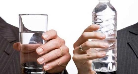 مع ارتفاع درجة الحرارة.. هل الأفضل تناول الماء البارد أم الدافئ؟